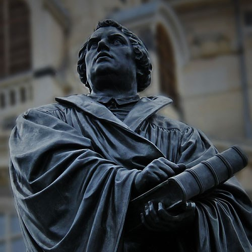 Martin Luther Statue holding bible