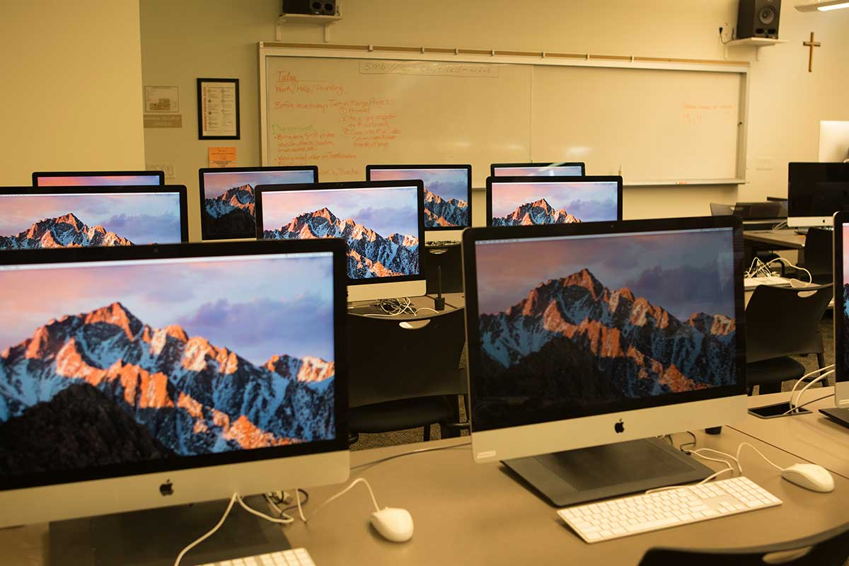 Wide angle of the Mac Lab